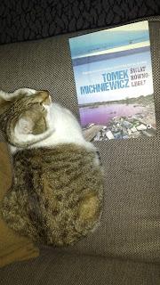 """To, co matka czyta na dobranoc – """"Świat równoległy"""", Tomek Michniewicz"""