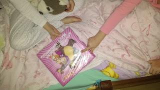 """Tam, gdzie matka czyta dzieciom na dobranoc – """"Wielka kolekcja bajek, O przygodach Maszy i Niedźwiedzia"""", Wydawnictwo Egmont"""