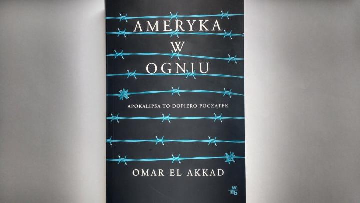 """Na dobranoc – """"Ameryka w ogniu"""" Omar El Akkad; Wydawnictwo W.A.B."""