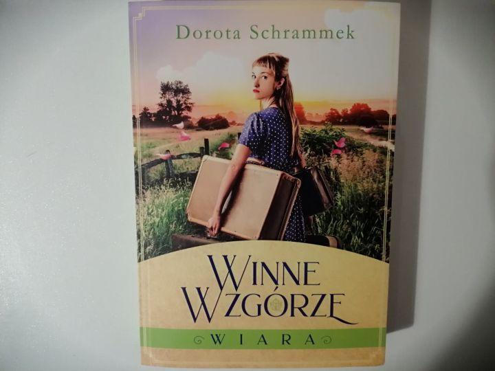 """Na dobranoc – """"Winne Wzgórze, Wiara"""" D. Schrammek; Szara Godzina"""