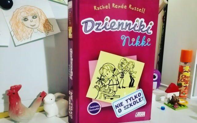 """DZIENNIKI NIKKI – """"Nie tylko o szkole"""",  Rachel Renée Russell; Akapit Press"""