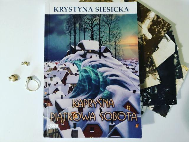 """I o niczym więcej – """"Kapryśna piątkowa sobota"""" K. Siesicka; Akapit Press"""