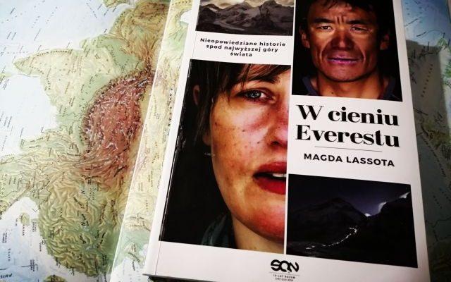 """PRAGNIENIA – """"W cieniu Everestu"""" Magda Lassota; Wydawnictwo SQN"""
